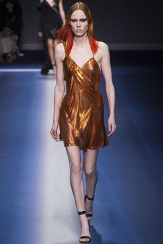See the complete Versace Fall 2017 Ready-to-Wear collection.