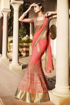 Trending Styles in Lehengas Choli When we talk about for bridal wear, there is no competitor of Lehenga Choli. I would suggest you to go for a designer lehenga choli, if you are looking for a perfect. Lehenga Style Saree, Lehenga Gown, Party Wear Lehenga, Lehenga Choli Online, Ghagra Choli, Sari Dress, Indian Lehenga, Anarkali Suits, Sarees Online