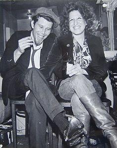 Tom Waits & Bette Midler    Do http://oldloves.tumblr.com/, mas tbm podia ser do http://awesomepeoplehangingouttogether.tumblr.com/ :~
