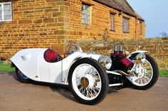 Yamaha V Twin engine. but mounted as if in a 2 wheeler. Morgan Cars, Electric Trike, Custom Trikes, Reverse Trike, Backyard Studio, Drift Trike, Trike Motorcycle, British Sports Cars, Kabine