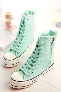 Shoes Sneakers High Tops ideas Do you know sneaker shoes are of various kinds that are good and attractive. Here are examples of shoes and many choices that might fit on your feet and be able to add your style to look neat or ne… Converse Shoes, Shoes Sneakers, Shoes Heels, High Heels, Top Shoes, Shoes High Tops, Cute Shoes, Me Too Shoes, High Top Sneakers