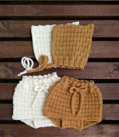 Picnic Baby Bloomers and Pixie Hat Knitting pattern by Agasalhos e Bugalhos Knitted Baby Clothes, Knitted Romper, Knitted Hats, Baby Knitting Patterns, Baby Patterns, Elf Hut, Pixie, I Cord, Dk Weight Yarn