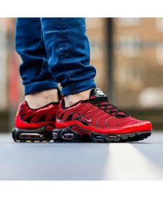 Nike air max plus tn red black trainers make your days special. Nike Air Max Tn, Nike Air Max Plus, Tn Nike, Cheap Nike Air Max, Air Max Sneakers, Sneakers Mode, Best Sneakers, Sneakers Fashion, Snickers Tenis