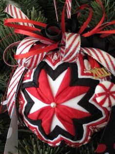 Sewing Block Qults EASY No-Sew Folded Quilted Flower Christmas Ornament PDF Pattern with Simple Bow Instructions. Sewn Christmas Ornaments, 3d Christmas, Beaded Ornaments, Ornament Crafts, Handmade Ornaments, Christmas Decorations, Christmas Sewing, Ball Ornaments, Christmas Balls