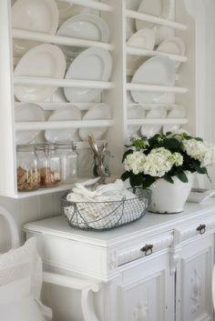 White is wonderful. This plate rack is amazing. ===VIBEKE DESIGN