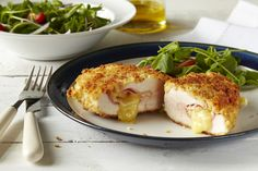 Tender chicken, creamy cheese, smoked ham and the rich and creamy taste of Hellmann's® Real Mayonnaise make this chicken cordon bleu recipe a sure family treat. Le Cordon Bleu, Cordon Bleu Recipe, Carne Asada, Creamy Cheese, Ham And Cheese, Bread Crumb Chicken, Chicken Ham, Sliced Ham, Cooking Recipes