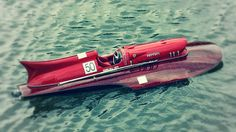 This is the Ferrari Arno XI Racing Hydroplane and is, without a doubt, the most beautiful speedboat ever made. Its 1953 Flash Gordon design still feels beautiful today. Fast Boats, Cool Boats, Drones, Course Vintage, Wooden Speed Boats, Classic Wooden Boats, Ferrari Racing, Vintage Boats, Pt Cruiser