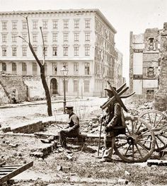 Charleston, S. The Mills House, with adjacent ruins. April Library of Congress Collection. The Mills House is now a restored IHG Hotel. Confederate States Of America, America Civil War, Us History, American History, Old Pictures, Old Photos, Vintage Photos, Versailles, Fort Sumter