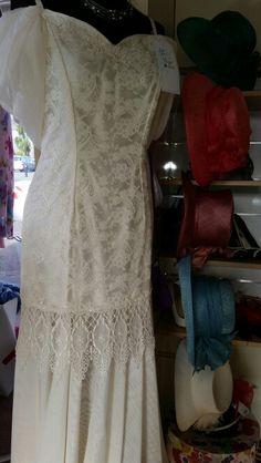 Vintage Wedding Dress £100 Bridal Suite, Mother Of The Bride, Wedding Accessories, Wedding Dresses, Outfits, Vintage, Fashion, Mother Bride, Bride Dresses