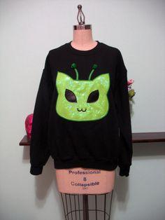 Holographic Alien Kitty Cat Martian Kitten Oversized Sweatshirt from magiccircleclothing on Etsy Pastel Goth Fashion, Kawaii Fashion, Cute Fashion, Holographic Fabric, Alien Aesthetic, Space Grunge, Cute Alien, Luanna, Harajuku