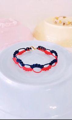Diy Bracelets Video, Diy Friendship Bracelets Tutorial, Diy Bracelets Patterns, Bracelet Tutorial, Friendship Bracelet Patterns, Handmade Bracelets, Hemp Bracelets, Diy Crafts Hacks, Diy Crafts Jewelry