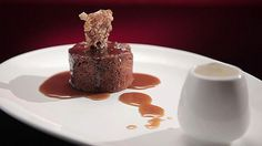 Sticky Date and Walnut Pudding with Butterscotch Sauce and Walnut Praline - MKR Recipe No Cook Desserts, Easy Desserts, Delicious Desserts, Dessert Recipes, Dessert Ideas, Date And Walnut Pudding, Sticky Toffee Pudding, Pralines And Cream, My Kitchen Rules