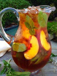 Healthy Skin Iced Saffron Tea Recipe with Peach and Basil - The honey like floral aromas explode in this concoction of rooibos tea and red saffron threads subtly infused with hints of vanilla, yellow peaches and fresh basil. | CiaoFlorentina.com