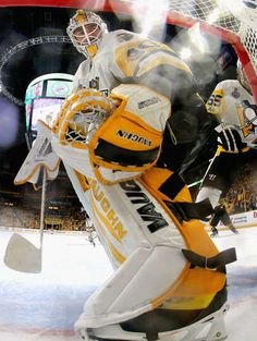 Penguins Mobile: NASHVILLE, TN - JUNE 05: Goaltender Matt Murray #30 of the Pittsburgh Penguins looks into the net during the second period of Game Four of the 2017 NHL Stanley Cup Final against the Nashville Predators at Bridgestone Arena on June 5, 2017 in Nashville, Tennessee. (Photo by Dave Sandford/NHLI via Getty Images)