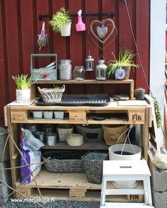 Marika`s : IHAN PIHALLA & mun istutuspöytä :) Palette, Backyard, Pallet Ideas, Balcony, Terrace, Miniature, Bench, Furniture, Decoration