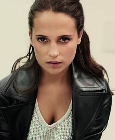 "Alicia Vikander as Lara Croft - ""Tomb Raider"" 2018 Alicia Vikander Style, David Burton, A Royal Affair, Amanda, Swedish Actresses, Hollywood Actresses, The Danish Girl, Foto Casual, Laura Vandervoort"