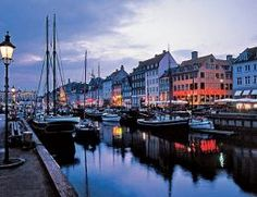Cozy Nyhavn in the evening