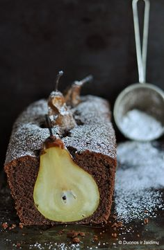 Pear Cake -- wow y chocolat **+ Pear Recipes, Sweet Recipes, Cake Recipes, Dessert Recipes, Pear Dessert, Just Desserts, Delicious Desserts, Yummy Food, Food Cakes