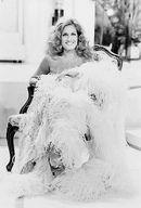 Fotografiile lui Dalida Passionnément. Далида Страстно. Dalida, Celine Dion, Brigitte Bardot, Black And White, Wedding Dresses, Divas, Cairo, Bride Dresses, Blanco Y Negro