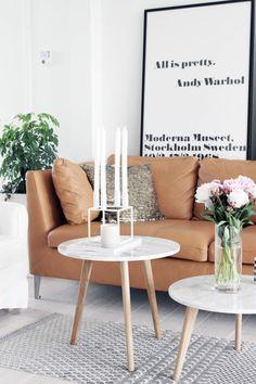 Uma combinação de luxo e glamour, mesas de mármore vieram para ficar - sejam grandes e chamativas para o jantar, pequenas e estilosas em qualquer espaço, ou em arranjos combinados no living.