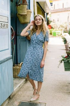 Women's Midi Dresses - The most beautiful dresses and seasonal outfits Looks Street Style, Looks Style, Easy Style, Hijab Mode, Style Parisienne, Summer Outfits, Summer Dresses, Holiday Dresses, Inspiration Mode