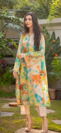 Pakistani Fashion Party Wear, Pakistani Fashion Casual, Indian Fashion Dresses, Indian Designer Outfits, Eid Outfits Pakistani, Fancy Dress Design, Stylish Dress Designs, Designs For Dresses, Simple Pakistani Dresses