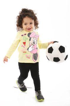Avec #Minnie, Bébé découvrira le Football, et pleins d'autres sports ou activités ! Cette tenue est trop chou et les petites filles en sont toutes fans ! A trouver sur www.tous-les-heros.com #mode #enfants #modeenfant #touslesheros #lamodeàpetitprix #modebébé #bebe #disney #minniemouse