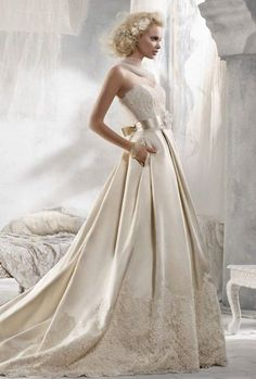 26 Pleated Wedding Dresses You'll Like | HappyWedd.com #PinoftheDay #pleated #wedding #dress #WeddingDress