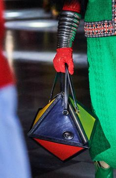 Gucci Resort 2020 Fashion Show Novelty Handbags, Purses And Handbags, Leather Handbags, Classic Handbags, Grab Bags, Little Bag, Fashion Bags, Fashion Ideas, Aesthetic Fashion