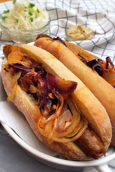 Wrapped Hot Dogs, Wrap Sandwiches, Hot Dog Buns, Baked Goods, Hamburger, Bacon, Food Porn, Food And Drink, Cooking Recipes