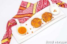 Любите сырники? Этот рецепт менее калорийный и более полезный в отличие от традиционного. Сырники не жарятся на масле, а выпекаются в духовке, а для аромата и сладости добавлены морковь и курага. ...