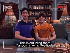 Drake and josh :) This is how I show people around my house Drake Bell, Disney Channel, Best Tv Shows, Favorite Tv Shows, Drake Und Josh, Meme Drake, Nickelodeon, Just For Laughs, Funny Posts