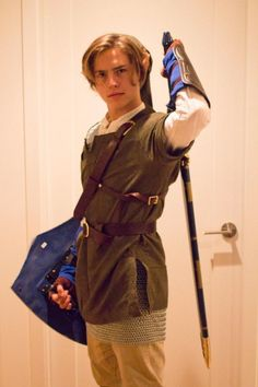 Cole Sprouse Dresses As 'Link' From Legend Of Zelda For Halloween Costume + Dylan Sprouse Attacks Fan Meeting 'Lies' - http://oceanup.com/2014/10/26/cole-sprouse-dresses-as-link-from-legend-of-zelda-for-halloween-costume-dylan-sprouse-attacks-fan-meeting-lies/