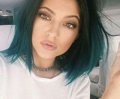kylie jenner. she is seriously gorgeous.