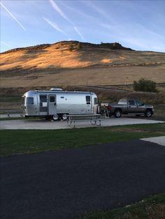 Airstream Motorhome, Airstream Travel Trailers, Vintage Travel Trailers, Camper Trailers, Jeep Camping, Camping Hacks, Mobile Food Trucks, Rv Bus, Air Stream