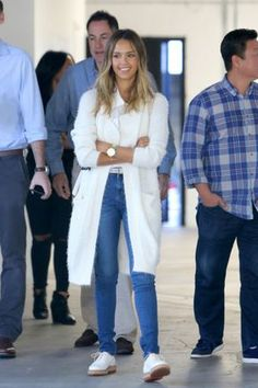 Jessica Alba looks to open her first Honest Company store - Celebrity Street Style Jessica Alba Outfit, Jessica Alba Casual, Jessica Alba Style, Style Fille Cool, Cool Girl Style, My Style, Business Outfits, Look Fashion, Casual Chic