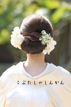 wedding hair accessories for bride Geisha, Asian Eye Makeup, Japanese Wedding, Japanese Style, Wedding Kimono, Wedding Dresses, Hair Arrange, Wedding Hair Accessories, Bride Hairstyles