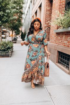 10 Street Style Looks Spotted at CurvyCon Chic Winter Outfits, Fall Outfits, Yellow Tights, Dress Skirt, Dress Up, Neon Dresses, Street Style Looks, Printed Skirts, Autumn Fashion