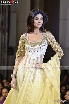 bollybreak_com_Shilpa-Shetty-Mijwan-Show-11.jpg&alt=Goddess Shilpa Shetty at Mijwan Fashion show (679×1024)