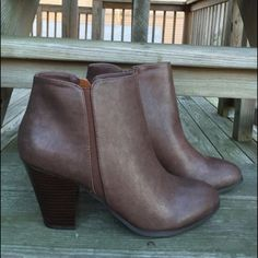 """Ankle Booties Brown ankle booties/faux leather upper/side zipper closure/round toe/heel height: 3""""/opening: 9""""/shaft: 3 1/2""""/new in box/thanks go looking•Also available in 9-10-11•                                            ❌No Trades❌ Shiek Shoes Ankle Boots & Booties"""