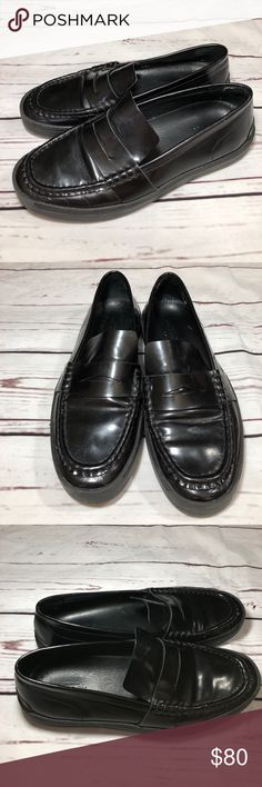 """Rag & Bone Colby Leather Loafers Size 7 Rag & Bone Colby Loafers size 7. Polished leather upper, rubber platform and sole. Condition is pre-owned, shoes have scuffing, water marks on the right shoe (please refer to photos), no tears. Please feel free to ask questions prior to purchase. Material Calfskin, imported from Romania.                  Measurements: Platform 1""""/26mm rag & bone Shoes Flats & Loafers"""