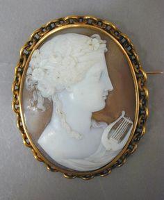 Broche camée Femme avec lyre (Melpomène ?) | Centre de documentation des musées - Les Arts Décoratifs