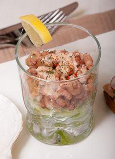 Garnalencocktail met whiskysaus Nasi Goreng, Dutch Recipes, Fresh Rolls, Fried Rice, Starters, Pasta Salad, Potato Salad, Tapas, Paleo