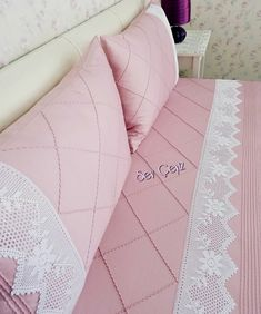 pink powder pique set with ribbed detail a sift # # Göznur de # dowry # Is it çeyizeda So Bed Cover Design, Cushion Cover Designs, Crochet Borders, Filet Crochet, Linen Bedding, Bedding Sets, Bed Covers, Pillow Covers, Luxury Bed Sheets