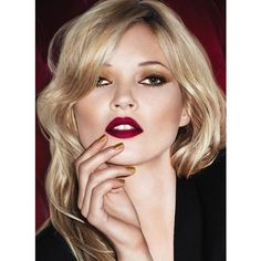 Rimmel's Kate Moss is a decade younger than the actual Kate Moss -... ❤ liked on Polyvore featuring people, models, backgrounds, faces and makeup