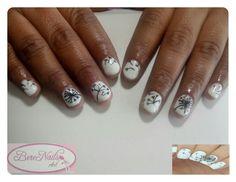 Esmaltado en gel sobre uña natural con un nail art inspirado en un diseño de la web