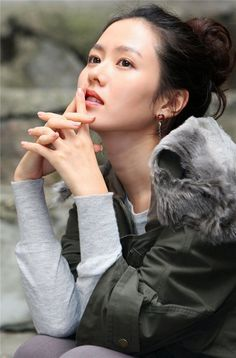 Son Ye-jin (손예진) - Picture Gallery @ HanCinema :: The Korean Movie and Drama Database Jin Photo, Korean Artist, Sons, Photo Galleries, Actresses, Gallery, Beauty, Landing, Idol