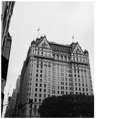 UES Manhattan   #photooftheday #picoftheday #manhattan #vscocam #aesthetic #citylife #concretejungle #nyc #nycblogger #bergdorfgoodman #historicbuilding #historic #styleblog