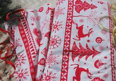 Tkanina bawełniana czerwony wzór świąteczny na bieli fabric red christmas pattern Christmas Fabric, Alexander Mcqueen Scarf, Fabrics, Etsy, Tejidos, Cloths, Fabric, Textiles