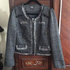 """Silver & black cropped blazer This is a silver & black cropped blazer. It is fully lined. The lining is 100% Polyester and the shell is 77% Polyester, 11% Acrylic, 2% Wool, & 10% """"other fibers"""". Apt. 9 Jackets & Coats Blazers"""